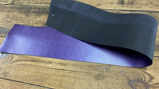 Recto verso bande de collet de vache végétal violet nacré - cuir à ceinture - Cuirenstock