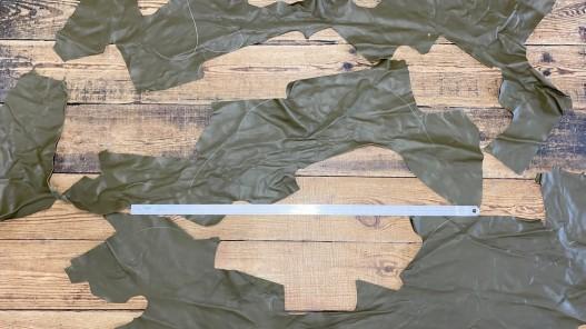 Morceaux de cuir de veau lisse vert kaki - maroquinerie - cuir en stock