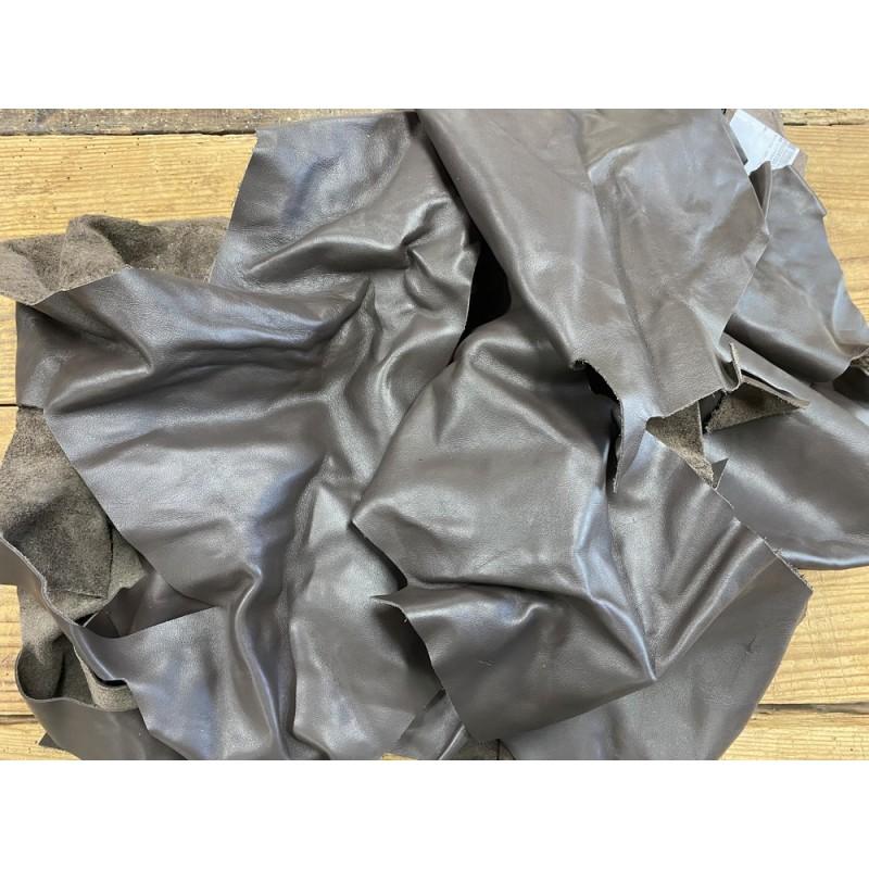 Chutes de cuir de veau lisse marron - maroquinerie - Cuir en Stock