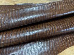 Peau de cuir de veau façon crocodile marron - maroquinerie - Cuirenstock