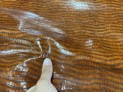 Détail peau de cuir de veau façon crocodile brun caramel - maroquinerie - cuirenstock