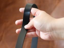 Détail bande de cuir souple double croupon noir satiné - cuir en stock