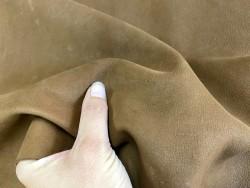 Détail peau de cuir de chèvre nubuck ciré brun cognac - maroquinerie - Cuir en stock