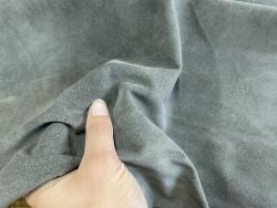 Détail peau de veau velours gris - maroquinerie - vêtement - ameublement - Cuir en stock
