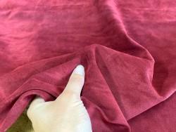 Détail peau de veau velours bordeaux - maroquinerie vêtement ameublement - Cuir en stock