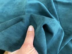 Détail peau de veau velours vert forêt - maroquinerie, vêtement - Cuir en stock