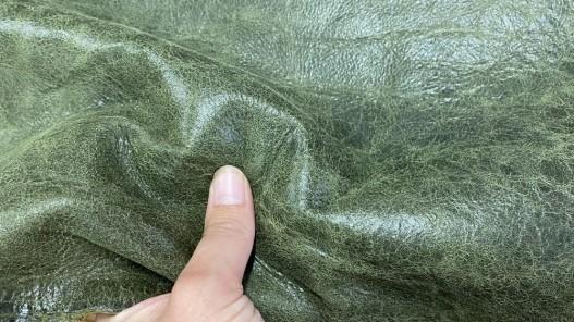 Détail peau de cuir de mouton - effet vieilli vert - maroquinerie - Cuir en stock