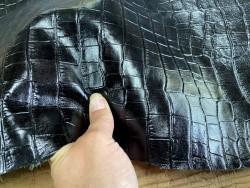 Détail peau de cuir de vachette grain façon crocodile noir - maroquinerie - Cuir en stock