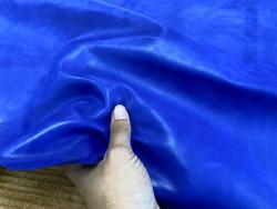 Détail peau de cuir de buffle bleu lavande - maroquinerie - Cuir en stock