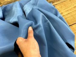 Détail cuir vendu au poids veau bleu jeans morceau Cuir en stock