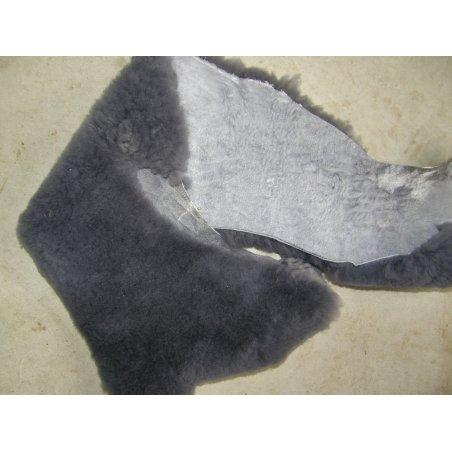 Morceau de mouton laine gris