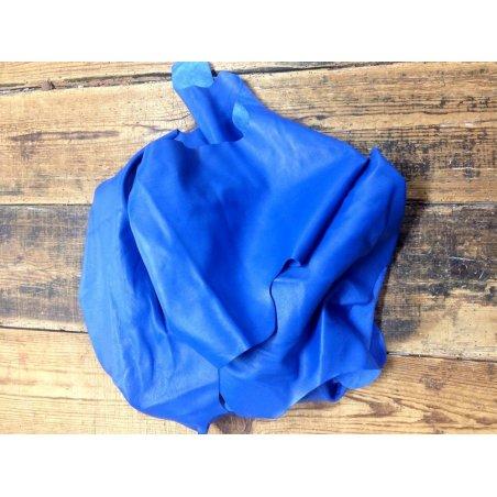 Chutes de cuir bleu electrique