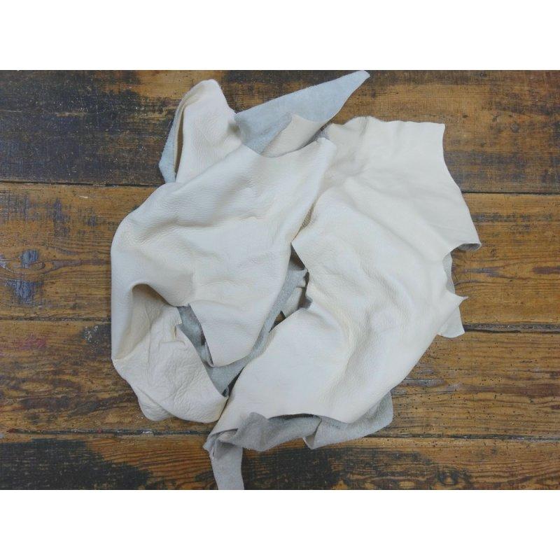 chutes de cuir de vache blanc cassé maroquinerie ameublement cuir en Stock