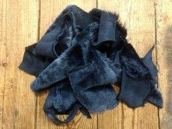 Chutes de cuir d'agneau laine bleue