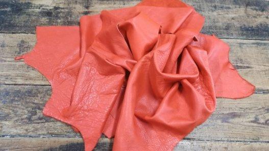 chutes de cuir de vache orange maroquinerie cuir en stock