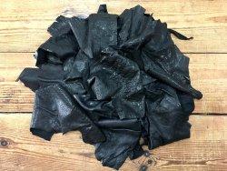 Chutes de cuir d'agneau crispé noir