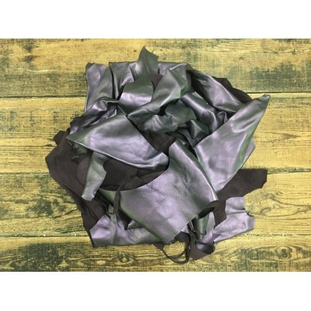 Chutes de cuir métalisé violet