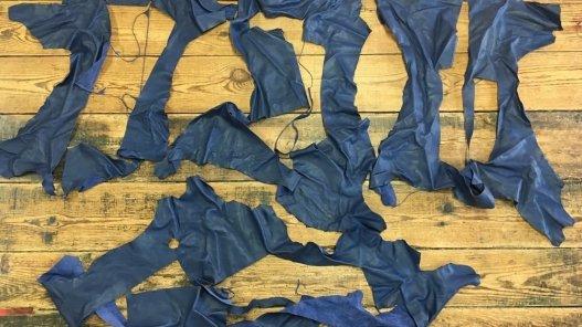 morceaux de cuir de veau bleu maroquinerie ameublement Cuir en Stock