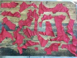 morceaux de cuir de veau rouge maroquinerie ameublement Cuirenstock