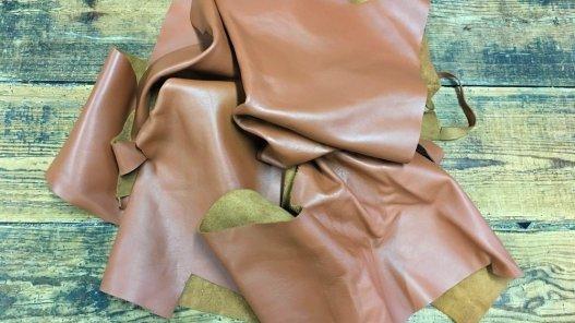 chutes de cuir de veau camel maroquinerie ameublement Cuir en Stock