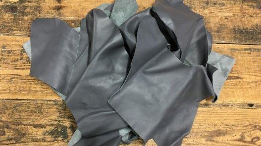 chutes de cuir de veau gris maroquinerie ameublement cuir en stock