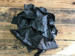 Chutes de cuir noir mat