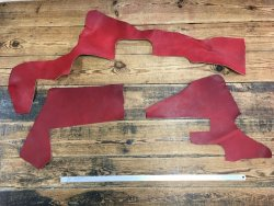 morceaux de cuir de vache naturel huilé rouge maroquinerie cuir en stock