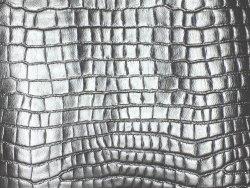 Morceau de cuir grain croco argent
