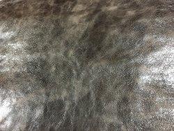 Peau de buffle ciré brun cuir en stock