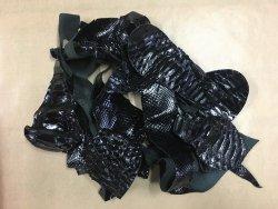 Chutes de cuir de python noir