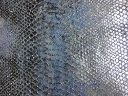 morceau cuir de vache grain serpent python bleu ciel argenté Cuir en Stock
