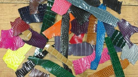 lot de morceau de cuir de crocodile véritable accessoire bijoux cuir en stock