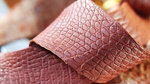 flanc de crocodile brique accessoire bijoux maroquinerie exotique cuir en stock