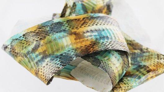 peau cuir de serpent style python turquoise patine or doré métallisé
