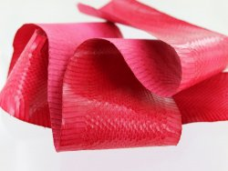 cuir de serpent rouge peau exotique cuirenstock