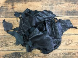 chutes de cuir de veau lisse noir économique petit prix Cuir en Stock