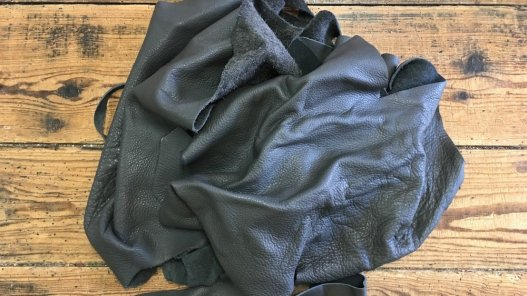 chutes de cuir vache gris maroquinerie ameublement cuir en stock