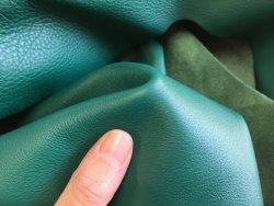 peau de cuir de veau vert maroquinerie ameublement Cuir en Stock