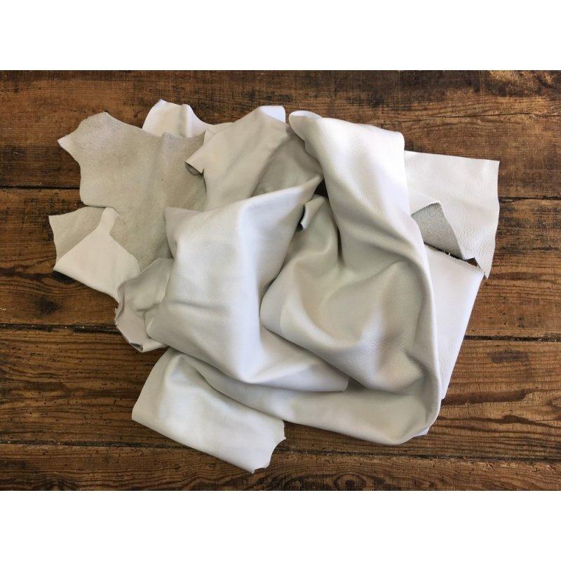 chutes de cuir de veau blanc maroquinerie ameublement cuir en stock