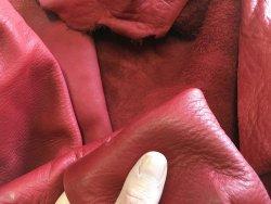 peau de cuir de vache rouge carmin naturel touché bougie maroquinerie ameublement Cuirenstock