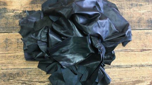 chutes de cuir d agneau noir maroquinerie accessoire luxe cuir en stock