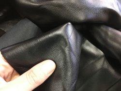 peau de cuir agneau noir satiné maroquinerie vêtement luxe cuirenstock