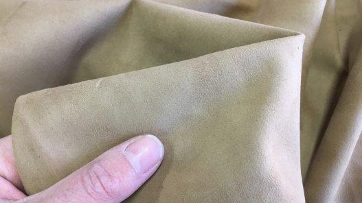 peau de cuir velours beige chèvre maroquinerie accessoire Cuir en Stock