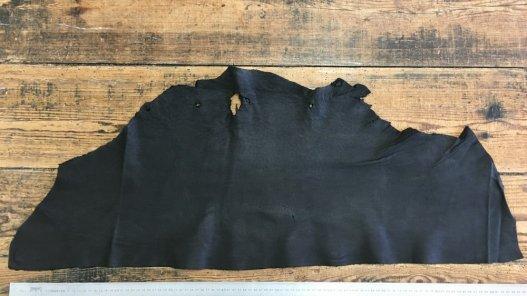 peau de pécari noir souple touché bougie vêtement cuir en stock