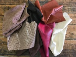 chutes de cuir divers perforé coloré maroquinerie cuir en stock