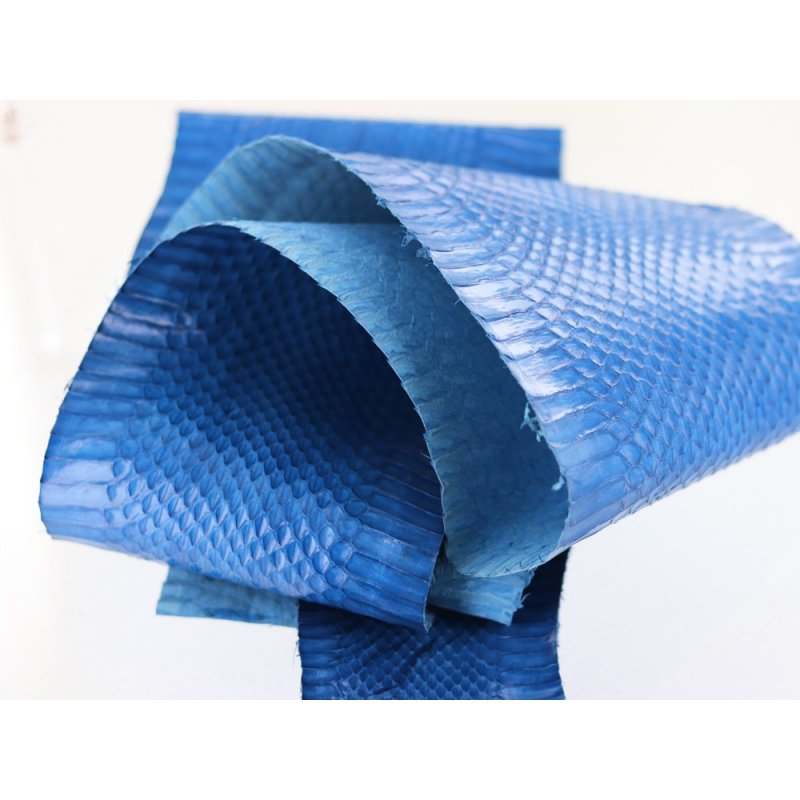 peau de cuir de serpent exotique bleu roi cuir en stock