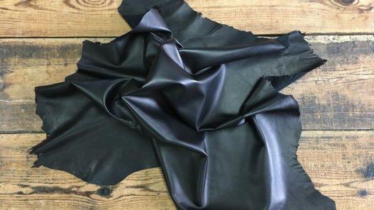 peau de cuir d'agneau plongé nappa noir vêtement accessoire Cuir en Stock