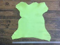 peau de cuir de chèvre vert anis maroquinerie accessoire cuir en stock