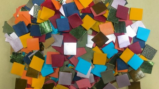 lot surprise de 10 carrés de cuir divers couleurs accessoire bijoux cuir en stock