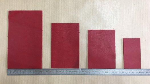 morceaux de cuir de vachette rouge Cuir en Stock